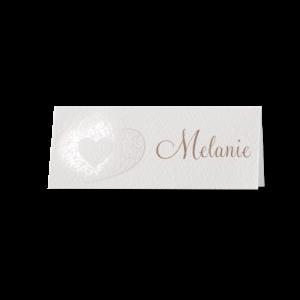 Tafelkaartje passend bij de trouwkaart met sierlijk uitgesneden harten