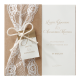 romantische huwelijkskaart met kanten lint en label