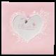 Schattig geboortekaartje met een hartvormig stansgat omringd door bloemen en lief vogeltje.