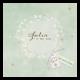 Lief geboortekaartje met een bloemenkrans, gouden bloemetjes en schattige labeltjes die van leuke teksten voorzien kunnen worden.