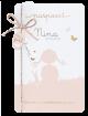 Origineel geboortekaartje in grappige paspoort-stijl met gouden vlindertjes en hippe labels aan een roze/goud koordje.