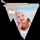 Blauw geboortekaartjes aan een slinger