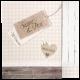 Deze trouwkaart heeft een landelijke uitstraling met steigerhout look