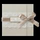 Romantische trouwkaart in champagne kleur met kant en lint