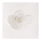 Trouwkaart met sierlijk uitgesneden harten op parelmoerpapier