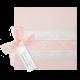 Zalmroze trouwkaart met satijnen lintje en kanten wikkel