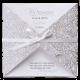 Chique drieluik in zilver met bladeren van witte voelbare inkt en mooi wit lint eromheen gestrikt