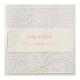 Uitnodiging op parelmoer- en transparant papier met een luxe patroon van suède inkt. Het doorzichtige papier wordt zichtbaar aan zowel je voorzijde als de linkerbinnenzijde van de kaart. De tekst is volledig personaliseerbaar, ook in font en kleur.