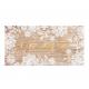 Vintage kaart met bloemen op een houten achtergrond, met sierlijke 'uitnodiging' in goudreliëf.