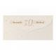 Stijlvolle uitnodiging met grafisch patroon en feestelijke 50 in platinafolie met reliëf.
